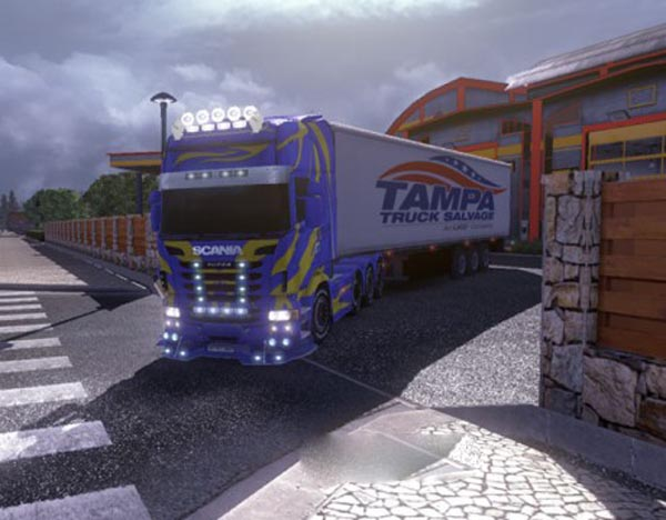 Blue Scania with yellow lines2