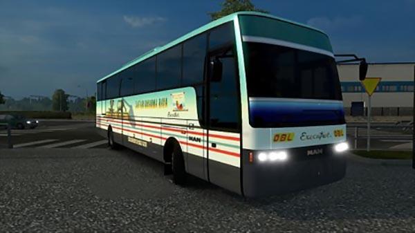 Adiputro Vanhool Bus